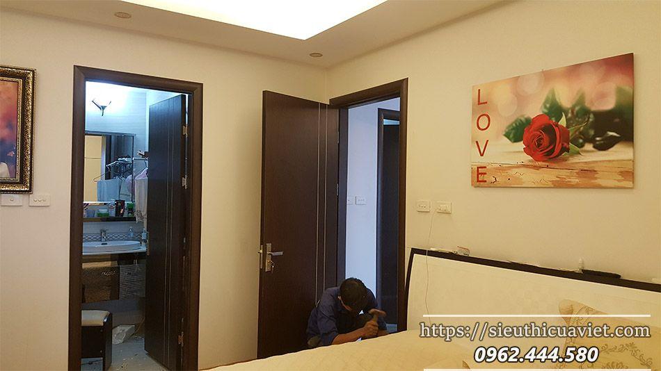 Lắp cửa gỗ công nghiệp HUGE cho nhà chị Hương