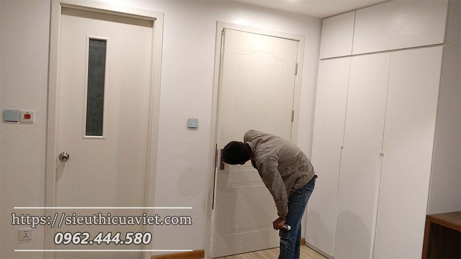Mẫu cửa gỗ kính dùng cho nhà vệ sinh