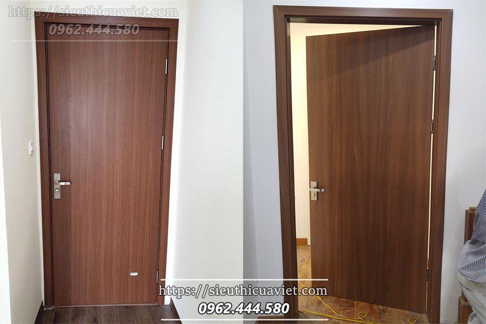 Mẫu cửa gỗ composite tấm phẳng hiện đại lắp đặt cho khách hàng