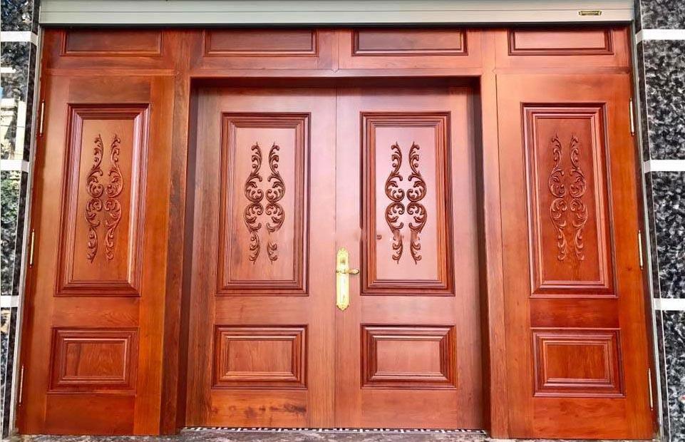 Mẫu cửa gỗ 4 cánh bằng gỗ lim phong cách cổ điển