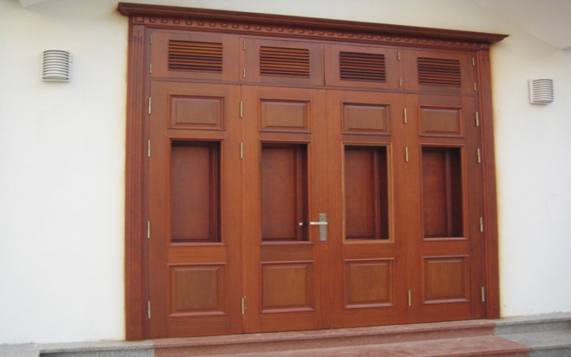 Mẫu cửa gỗ 4 cánh cho biệt thự liền kề