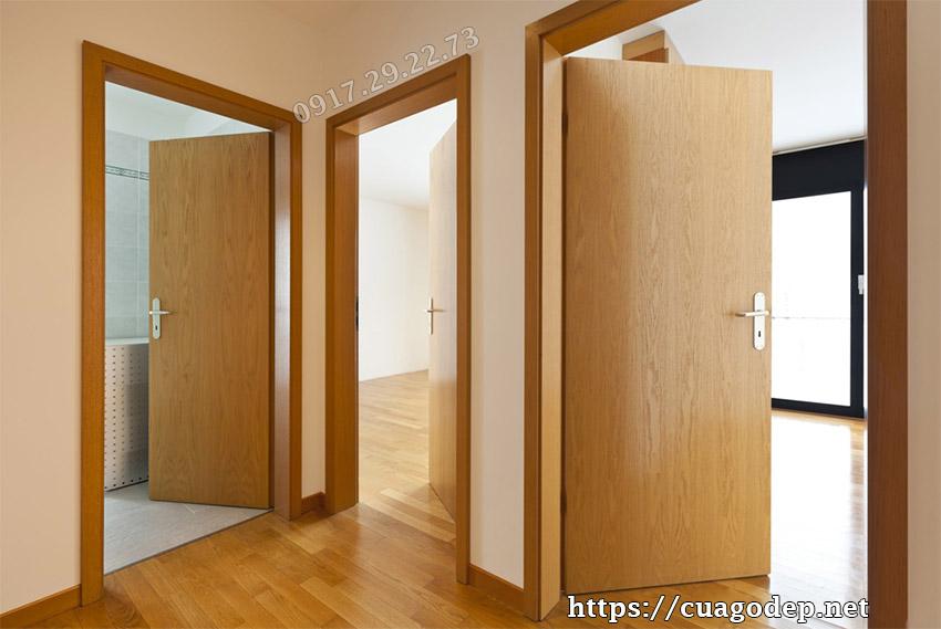 Mẫu cửa gỗ chống cháy phủ veneer vân gỗ bề mặt