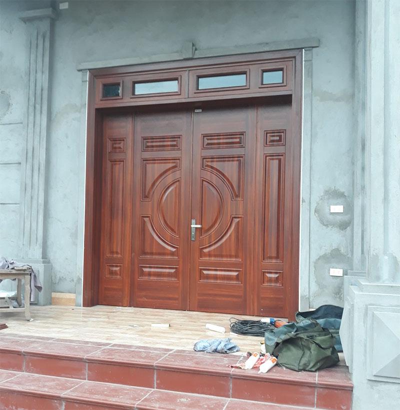 Mẫu cửa thép vân gỗ 4 cánh đẹp công trình dân dụng