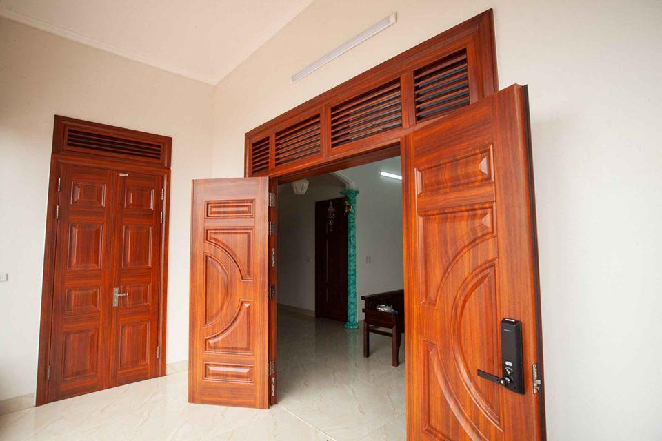 Cửa bảo vệ - cửa thép vân gỗ