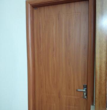 Cửa gỗ chung cư kiểu dáng cổ điển