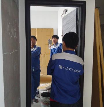 Đội ngũ lắp đặt cửa gỗ Ausstdoor