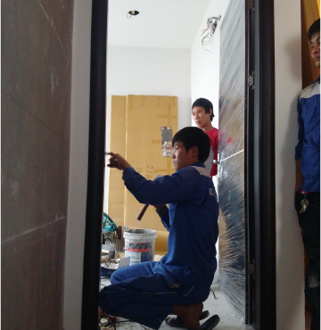 Cửa gỗ chung cư lắp đặt ở Hà Nội