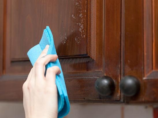 Hướng dẫn vệ sinh cửa gỗ