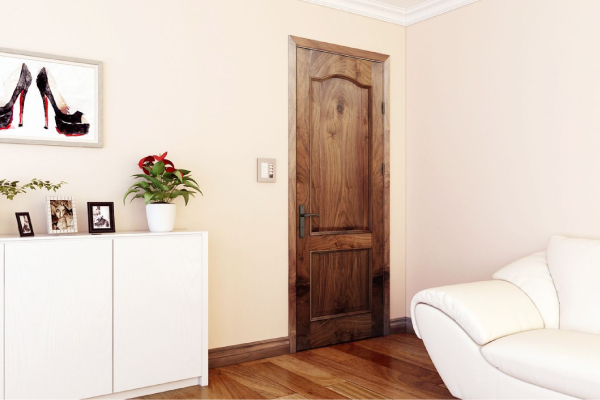 Nên chọn cửa gỗ công nghiệp hay cửa gỗ tự nhiên cho công trình
