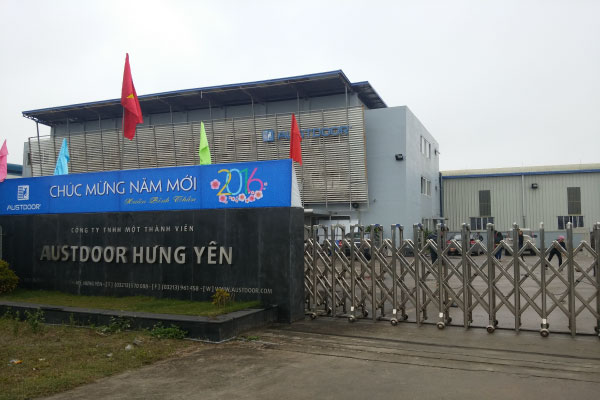 nhà máy cửa gỗ Huge Hưng Yên