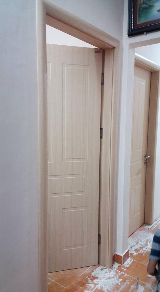 cửa gỗ màu kem nhạt đẹp