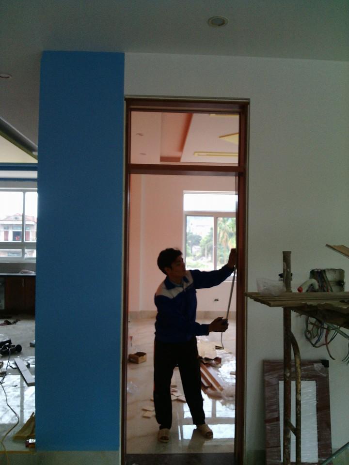 lắp đặt cửa gỗ công nghiệp ở Hà Nội