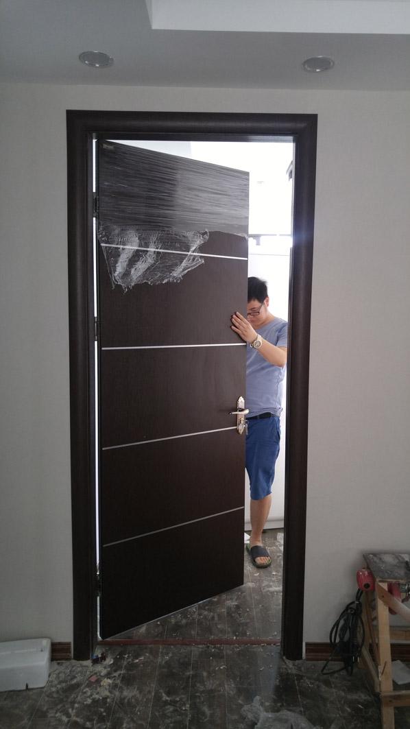 lắp đặt cửa gỗ thông phòng đẹp ở Hà Nội