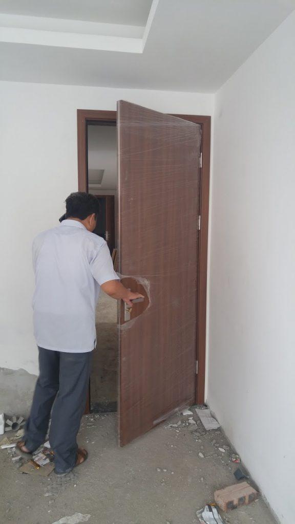 Nghiệm thu công trình lắp đặt cửa gỗ công nghiệp