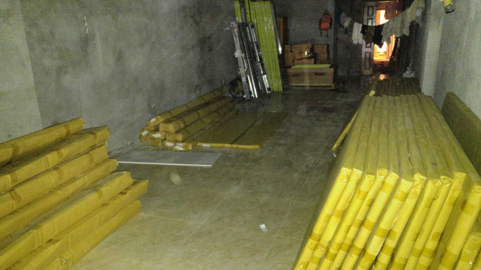 cửa gỗ Huge được bọc trong lớp catton xịn