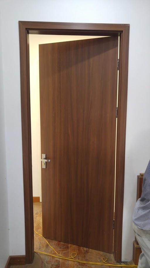 cửa gỗ phẳng đẹp màu gỗ sáng