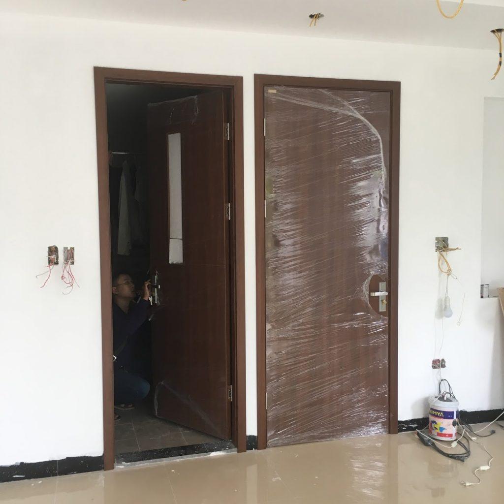 cửa gỗ huge đẹp lắp đặt tại công trình