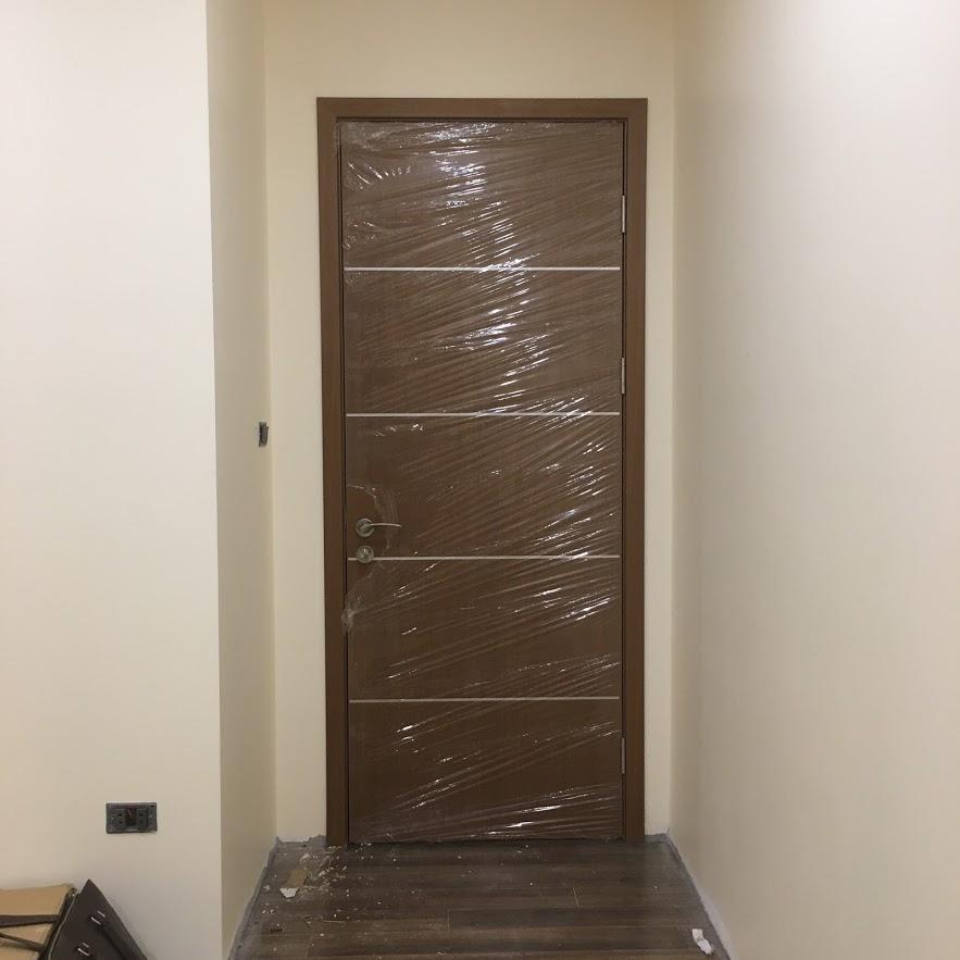 cửa gỗ trang trí chỉ nhôm