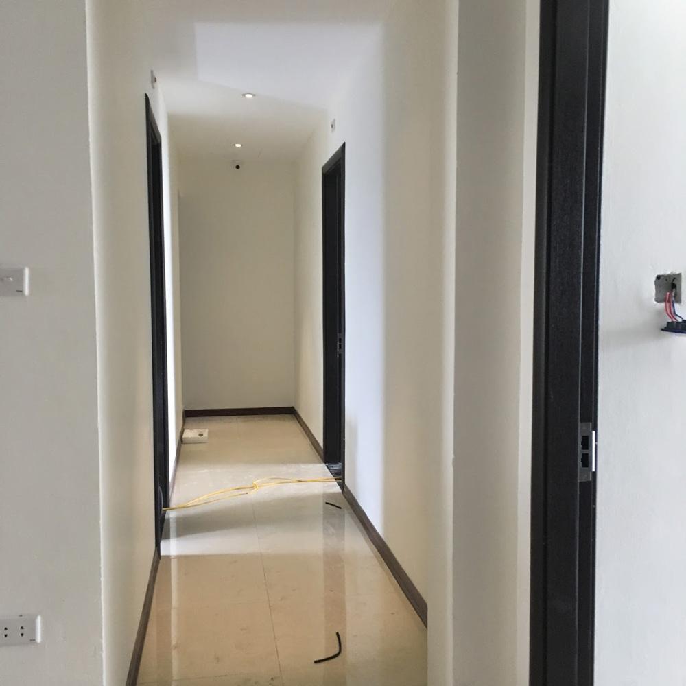 Toàn bộ các cửa thông phòng sử dụng cửa gỗ chịu nước Duratek và bộ phụ kiện khoá từ Adel