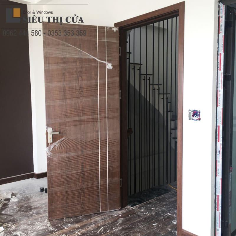 Mẫu cửa thông phòng gỗ óc chó