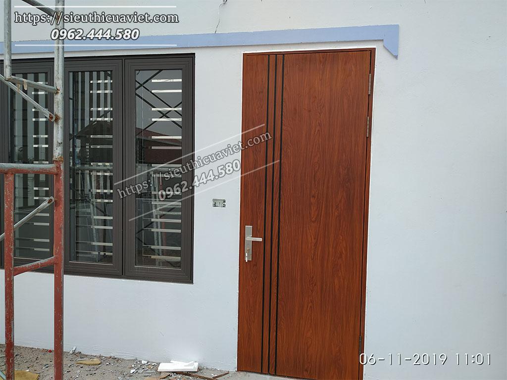 Cửa thép vân gỗ được lắt đặt cho tầng thượng