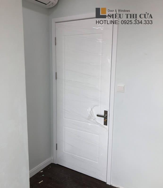 Cửa gỗ thông phòng sơn trắng cao cấp