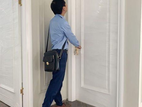 Công trình cửa gỗ sơn trắng