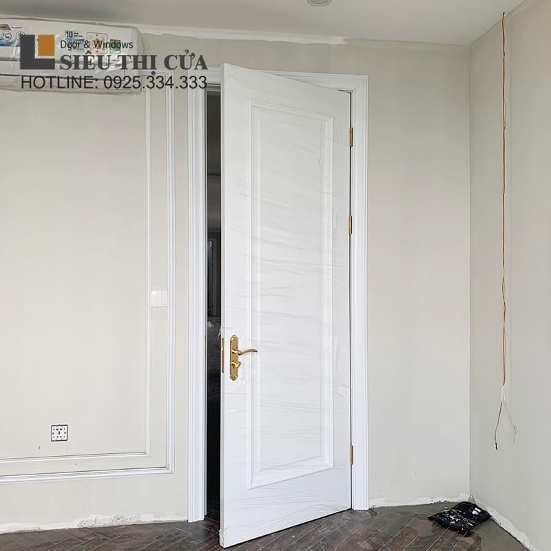 Cửa gỗ tân cổ điển sơn trắng
