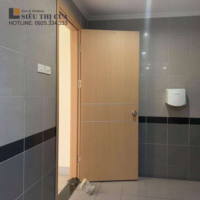 Cửa gỗ nhà vệ sinh đẹp