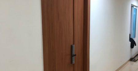 Thi công cửa gỗ văn phòng