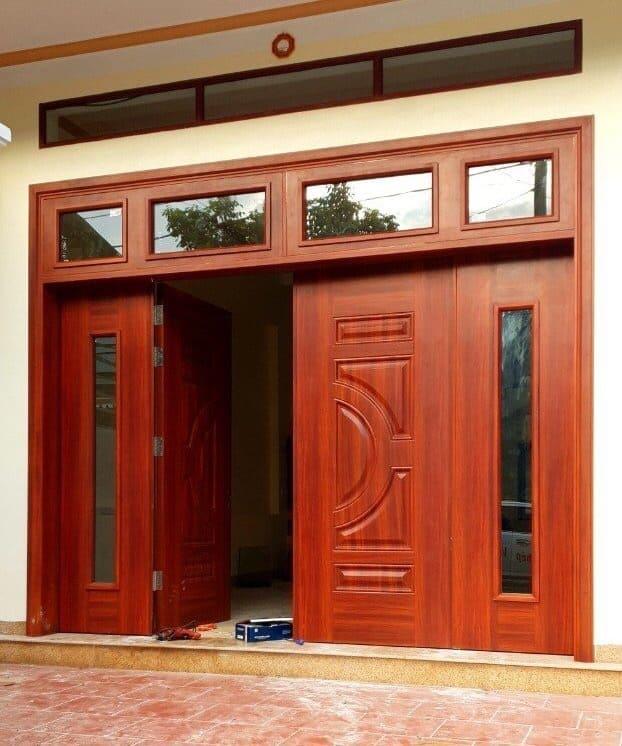 Cửa thép vân gỗ có lớp sơn tĩnh điện bền màu hơn cửa gỗ thông thường